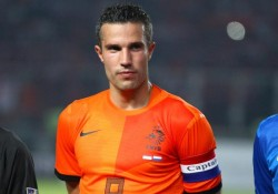 Van Persie gives fan medal - The 18 Yard Box
